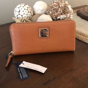 Dooney & Bourke women's wallet NWT